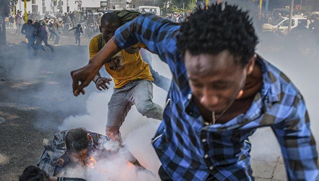 ВЮАР применили светошумовые гранаты для разгона протестующих студентов