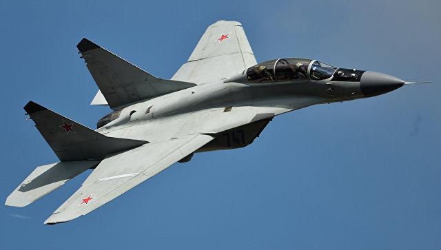 Самолет МиГ-35 во время выступления на Международном авиационно-космическом салоне МАКС-2015 в подмосковном Жуковском