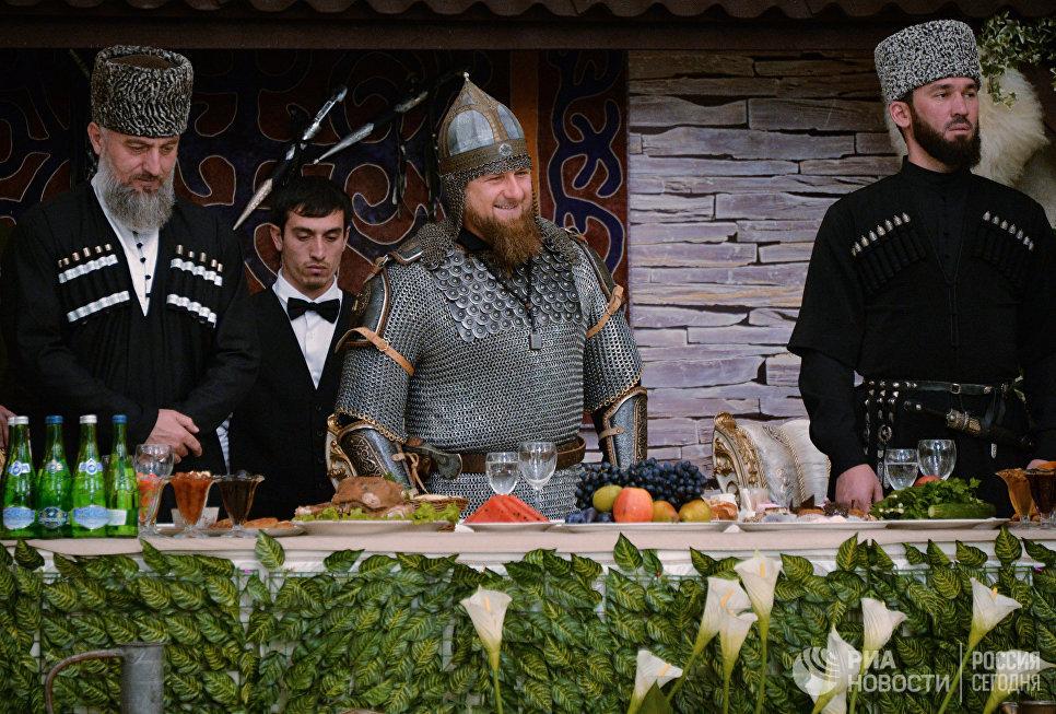 Временно исполняющий обязанности главы Чечни Рамзан Кадыров на торжественном вечере, посвященном празднованию Дня чеченской женщины, в Грозном