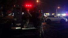 Спецназ у ТЦ, где произошла стрельба, в Берлингтоне, штат Вашингтон,  23 сентября 2016