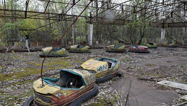 Заброшенный парк аттракционов на территории зоны отчуждения ЧАЭС. Архивное фото