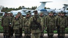 Военнослужащие после марш-броска на аэродром Дягилево в ходе учений ВДВ в Рязанской области. Архивное фото