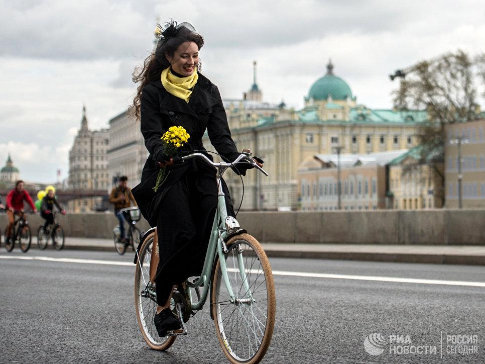 Участница XI Московского осеннего велопарада - 2016