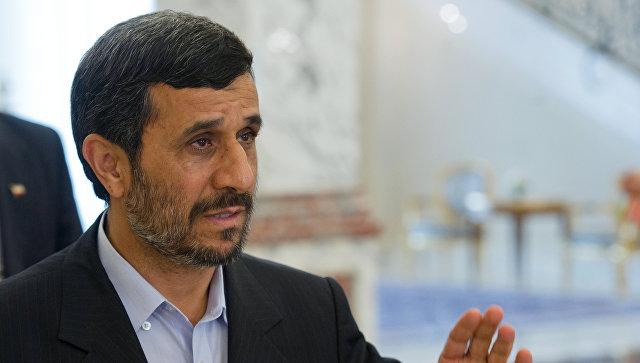 Верховный лидер Ирана попросил Ахмадинеджада отказаться отполитических амбиций
