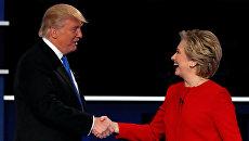 Кандидаты в президенты США Хиллари Клинтон и Дональд Трамп во время дебатов. 26 сентября 2016 года