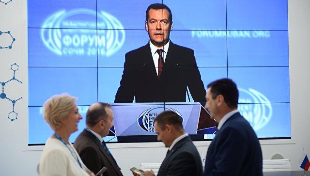 Медведев назвал систему госуправления в Российской Федерации неповоротливой машиной