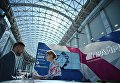 Посетитель на стенде агентства экономической информации Прайм на международном инвестиционном форуме Сочи 2016