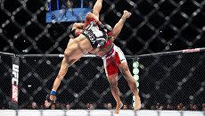 Поединок в среднем весе между Гегардом Мусаси и Марком Муньозом во время UFC Fight Night в Берлине, Германи. Архивное фотоя