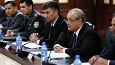 Министр иностранных дел Республики Узбекистан Абдулазиз Камилов во время встречи с заместителем министра обороны РФ Анатолием Антоновым