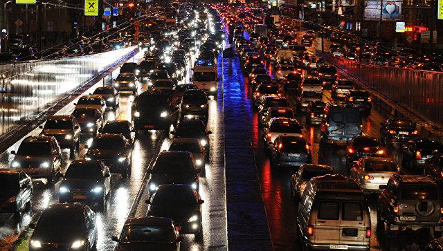 Пробки в Москве в среду вечером достигли максимальных десяти баллов