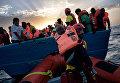 Спасение мигрантов из Ливии в Средиземном море