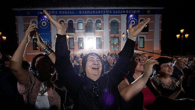 Сторонники Саакашвили проводят акцию протеста около ЦИК Грузии