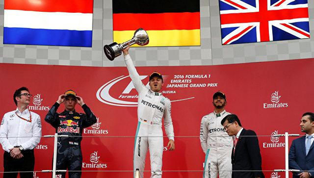 Нико Росберг празднует победу в Гран-при Японии