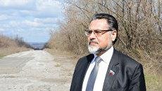 Представитель самопровозглашенной ЛНР на минских переговорах Владислав Дейнего на линии соприкосновения в ЛНР