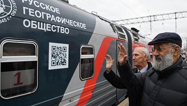 Яркий поезд вчесть 100-летия Транссиба выехал воВладивосток
