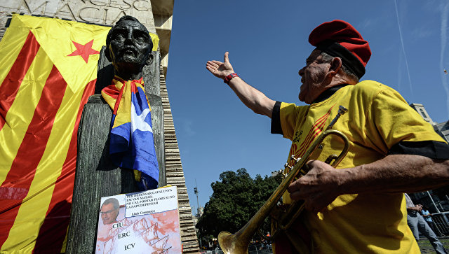 Участник митинга на площади Каталонии (Plaza Catalonia