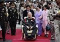 84-летний король Таиланда Пхумипон Адульядет во время поездки за пределы Бангкока, 2012