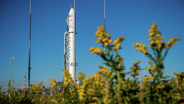 Ракета-носитель Antares с космическим грузовиком Cygnus