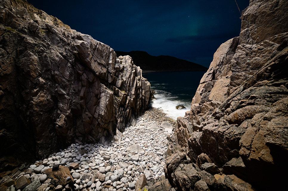 Берег Баренцева моря неподалеко от села Териберка Кольского района Мурманской области