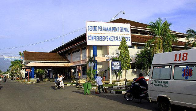 Мост слюдьми обвалился встолице Индонезии, девять человек погибли