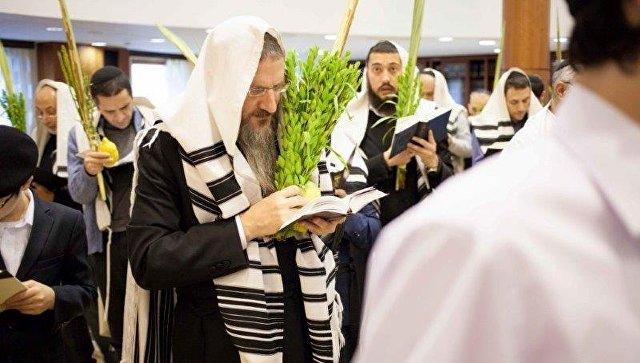 помощь евреям в москве стирать его