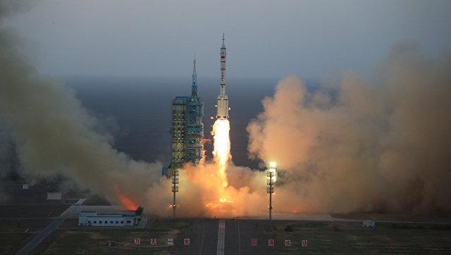 Запуск пилотируемого космического корабля Шэньчжоу-11 в Китае. Архивное