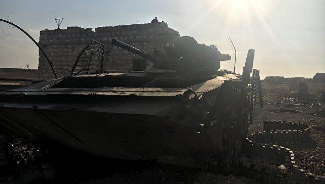 Уничтоженная бронетехника в районе части ПВО на юге Алеппо
