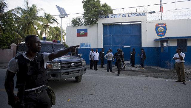12 человек погибли при наезде фургона натолпу людей наГаити
