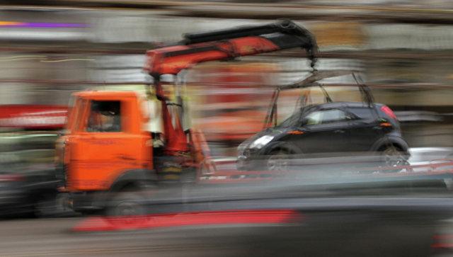 Машину вСерпухове эвакуировали вместе с8-летним сыном внутри
