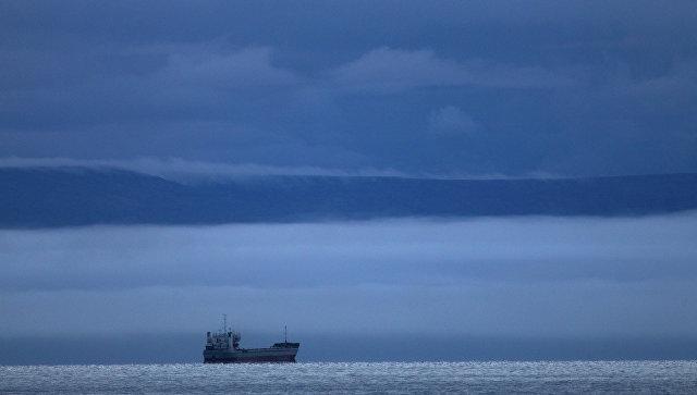 Судно в Восточно-Сибирском море. Архивное фото