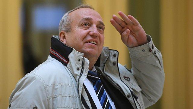 Первый заместитель председателя Комитета Совета Федерации по обороне и безопасности Франц Клинцевич перед заседанием Совета Федерации РФ