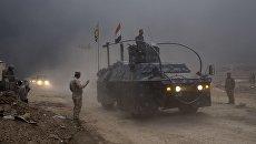 Иракский военный автомобиль в городе Кайяра к югу от Мосула. 26 октября 2016