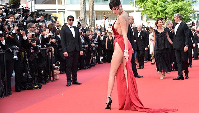 Американская модель Белла Хадид на 69 Каннском кинофестивале во Франции