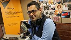 Турецкий журналист Энвер Айсевер в студии радио Sputnik