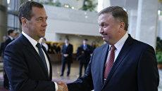 Премьер-министр РФ Дмитрий Медведев и премьер-министр Белоруссии Андрей Кобяков. Архивное фото