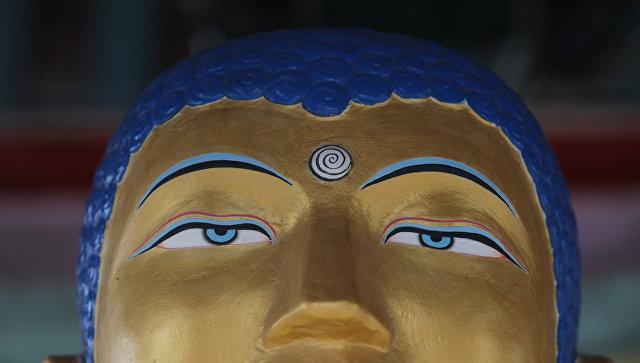 Статуя Будды в хуруле Золотая обитель Будды Шакьямуни