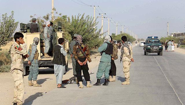 Сотрудники афганских сил безопасности в окрестностях Кундуза. 29 сентября 2015. Архивное фото