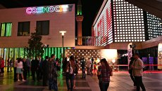 Гости на церемонии открытия 1-го фестиваля российского кино в Ливане Пять лет за пять дней у киноцентра в Бейруте
