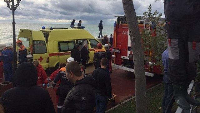 ВСочи вертолет рухнул на личный дом, есть жертвы