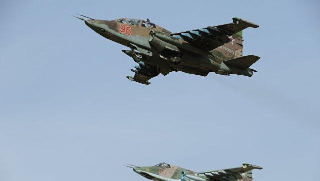 """Российские Су-25СМ перекрыли маршруты движения """"боевиков"""" на учениях"""