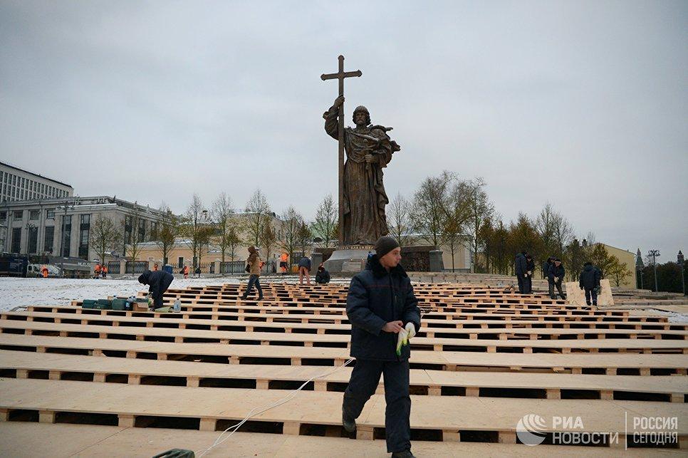 Памятник с крестом на красной площади памятники на могилу никодаев
