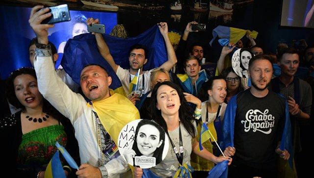 Болельщики конкурсантки от Украины Джамалы во время ее выступления на Евровидение-2016. Архивное фото
