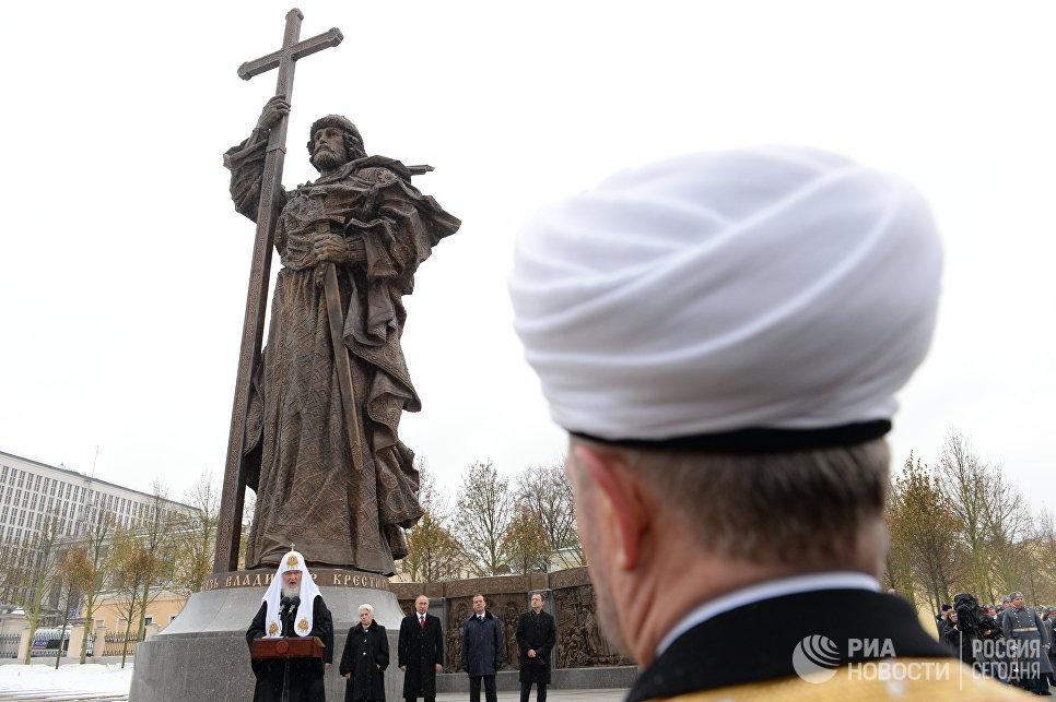 Открытие памятника князю Владимиру на Боровицкой площади в Москве