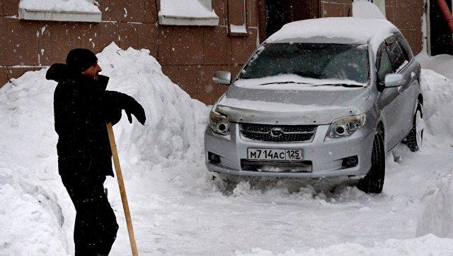 На Магадан и побережье области обрушился мощный снежный циклон