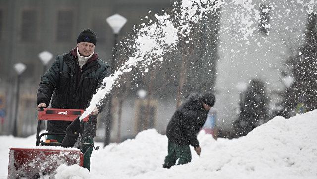 Семь машин столкнулись из-за снегопада воВладивостоке, пострадавших нет