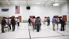 Избиратели голосуют на выборах президента США