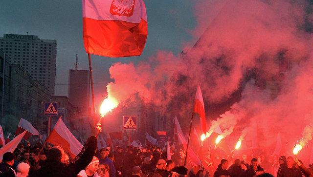 Участники марша националистов по случаю Дня независимости Польши в Варшаве. Архивное фото