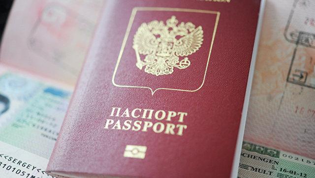 Заграничный паспорт. архивное фото