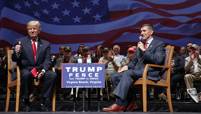 Дональд Трамп и Майкл Флинн во время предвыборной кампании. 2016 год