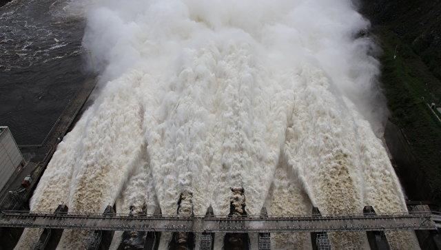 На Зейской ГЭС увеличены сбросы воды